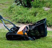 lawn, grass, grass catcher, Fiskars, going green, goingtruegreen, cutting lawns, energy savings, saving money, saving Earth, reel mower
